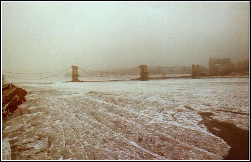 embacle.et pont de Sully  effondré 1984.jpg